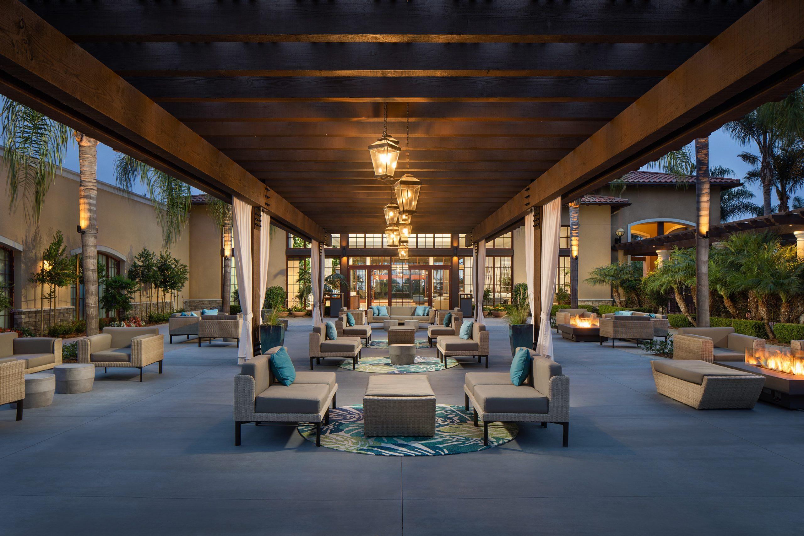 Westin Carlsbad Resort & Spa - Palm Courtyard Seating